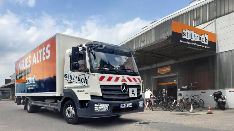Stilbruch Lieferwagen in Altona